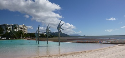 Lagune in Cairns mit Blick aufs Meer